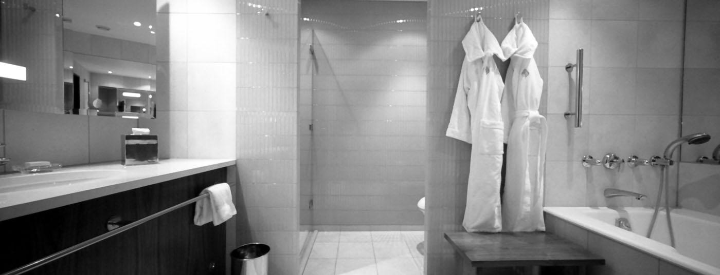 Махровые и вафельные халаты и полотенца